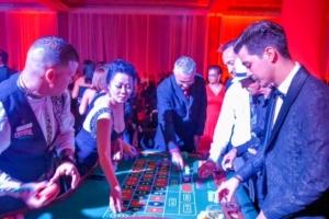 Kiwanis Club of Aruba a disfruta di su wine gala 2016 'Casino Royale'