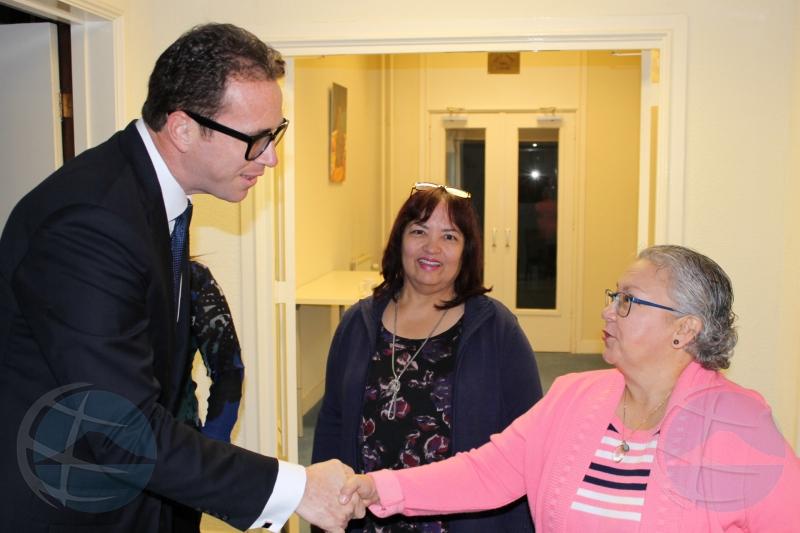 Minister Yrausquin a conoce personal di Gabinete di Aruba