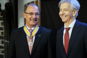 Gobernador a conclui su despedida den Reino Hulandes