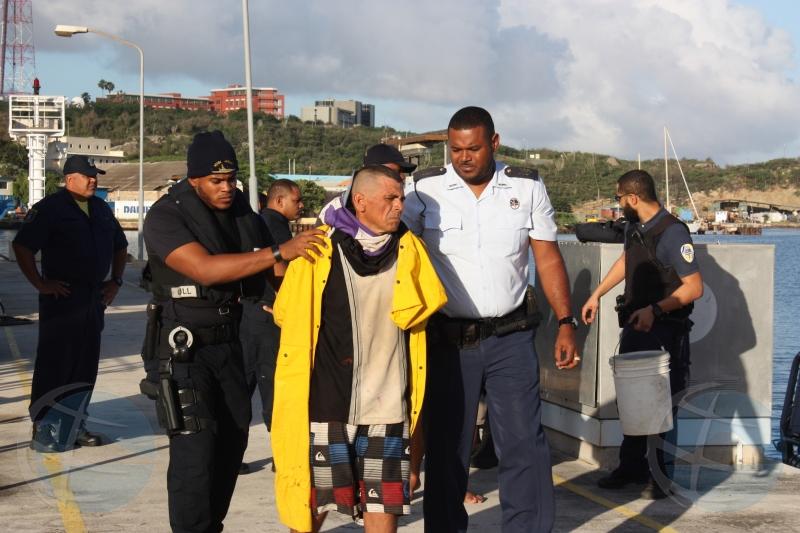 Wardacosta a gara boto cu 2 Venezolano ilegal abordo