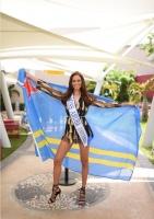 Miss Aruba Charlene Leslie a sali rumbo pa Miss Universe
