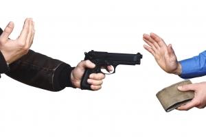 Dos homber arma a purba atraca pareha na Yuwana morto