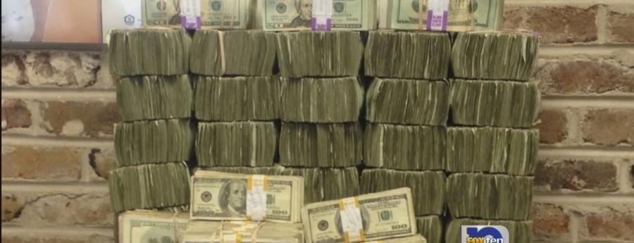 Afpakteam Aruba ta tuma suma grandi di dollars den beslag