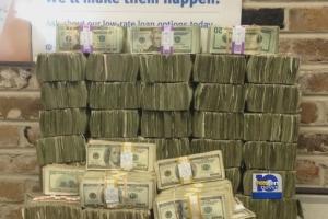 Afpakteam Aruba neemt groot geldbedrag in beslag