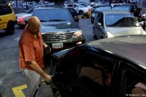 Reuters: Escases serio di gasolin na Venezuela