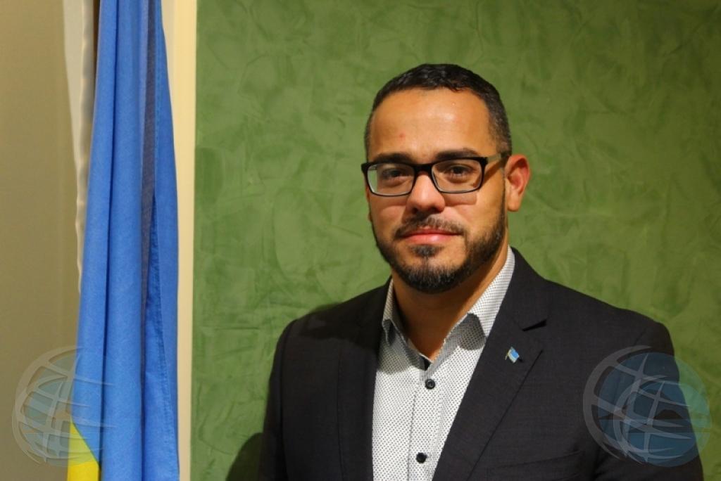 Minister Croes bespreekt zijn zaak met advocaat op Curaçao