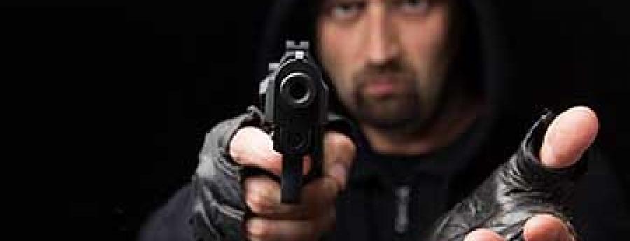 Hombernan arma a atraca 2 dama den cas na Palm Beach