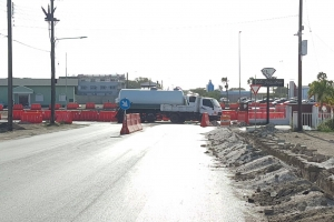 Chauffeur di trucknan grandi a blokea rotonde provisional na Codemsa