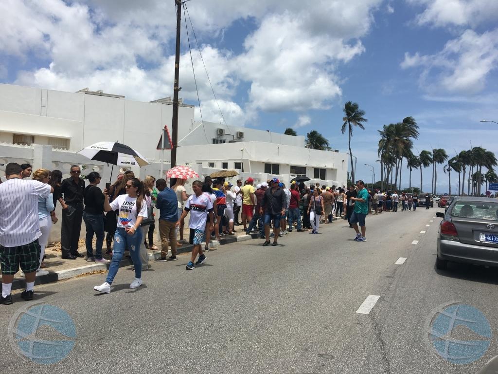 Venezolanen op Aruba doen mee aan Consulta Popular