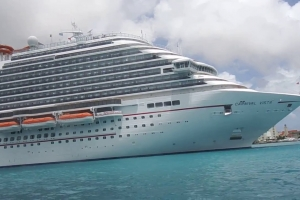 Bapor crucero a cancela Aruba debi na ex Tormenta Tropical Don