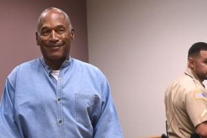 O.J. Simpson a haya libertad condicional despues di 9 aña di prison