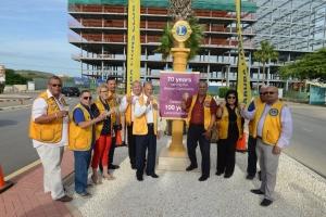 Desvelo di monumento di Aruba Lions Club dilanti airport