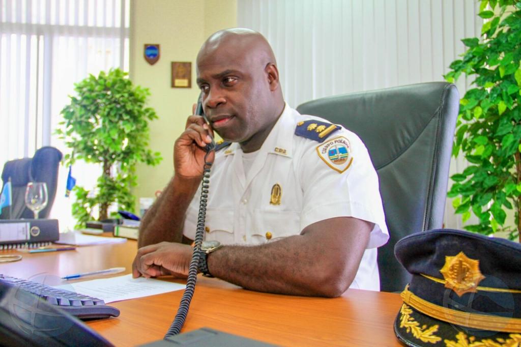 Entrega di vest na polis a bira polemica