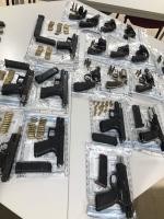 UPDATE: Bista di cantidad grandi di arma confisca na Corsou