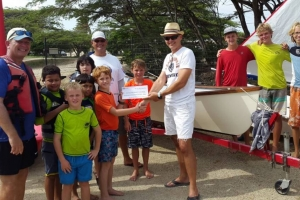 Stichting Youth Watersports Aruba a ricibi bunita donacion