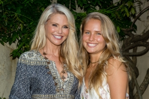 Yiu di Christie Brinkley na Aruba pa photo shoot di Sports Illustrated