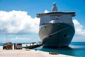 Bapor di Marina Hulandes cu 1 miyon kilo di material a yega St Maarten