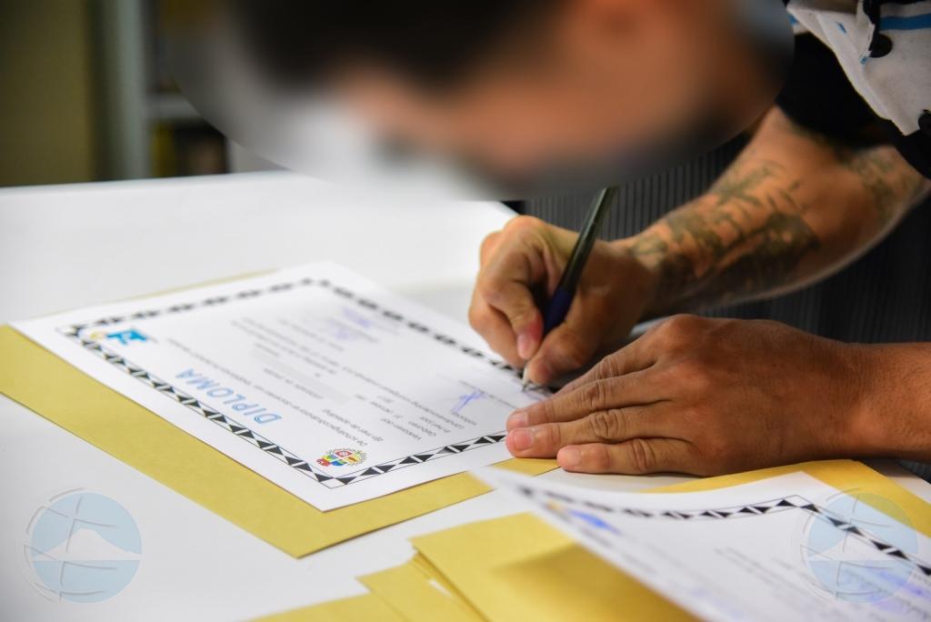 Un total di 11 detenido na KIA a logra nan diploma di spuit auto