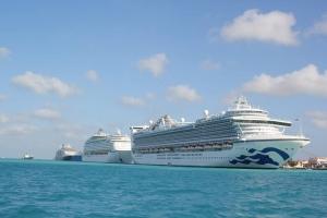 Cinco bapor crucero di bishita na Aruba awe