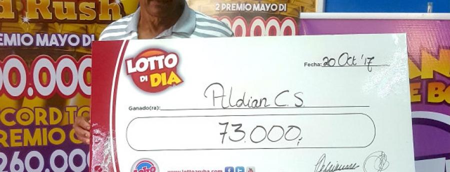 Lotto di Dia a entrega un check di Afl. 73.000,-