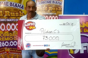 Lotto di Dia a entrega un check di Afl. 73.000,-