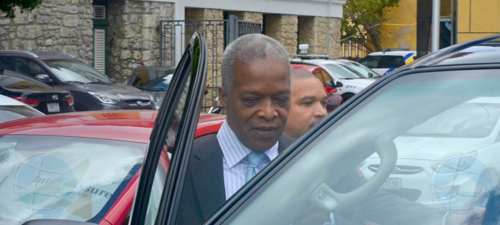 Director Banco Central Emsley Tromp ta pidi vrijspraak den caso di impuesto