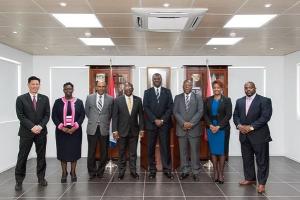 Gabinete Marlin II a entrega retiro na St. Maarten y ta bay eleccion