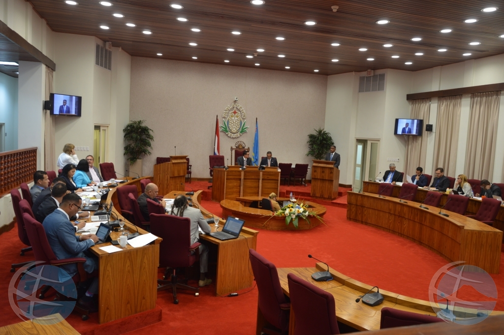 Mayoria di Staten a desaproba maneho di minister riba proyecto hospital
