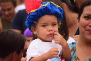 Sinterklaas y su pietnan a yega Aruba no obstante tempo di awa