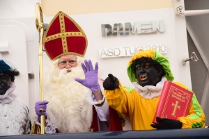 The holy man 'Sinterklaas' and his helpers arrived in Aruba