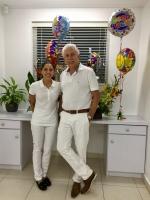 Kiara van Trikt ta uni cu su tata como dentista na Van Trikt Dental
