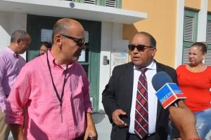 Corte a debati prohibicion contra periodista pa drenta Parlamento