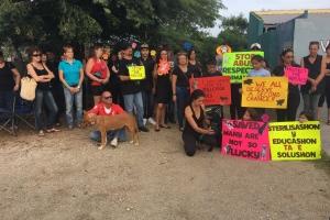 Grupo di amante di bestia a protesta dilanti 'Kill Cage'