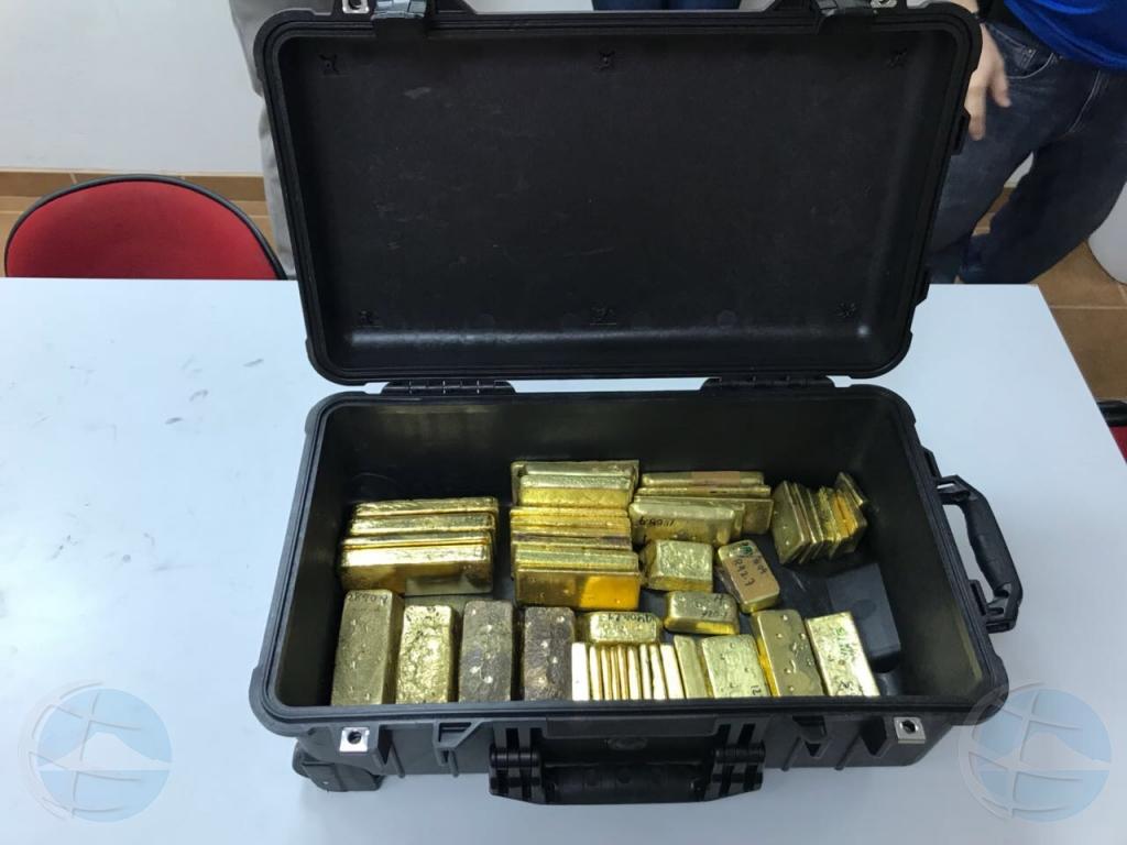Venezolano a purba bandona Aruba cu baranan di oro