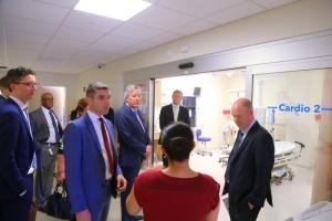 Secretario di estado Hulandes pa salud a bishita hospital