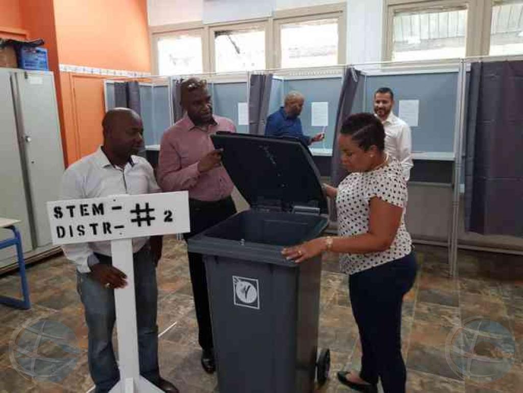 St Maarten ta eligi un Parlamento nobo awe atrobe