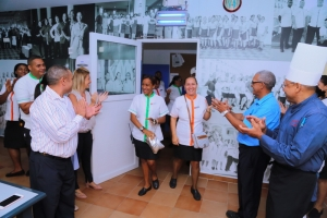 Empleadonan di Riu Palace Aruba feliz cu nan cafeteria nobo