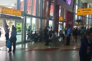 Bateria a explota den oficina di security na aeropuerto