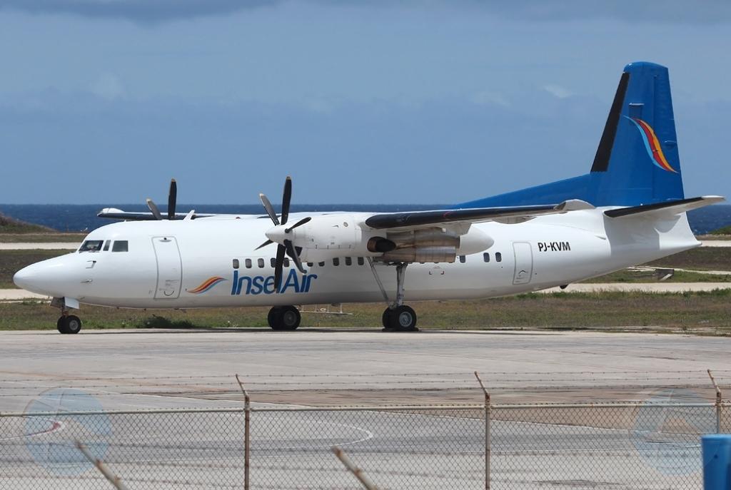 Avion di InselAir ta bolbe St Maarten despues di problema cu motor