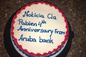 Aruba Bank a regala NoticiaCla un bolo pa celebra 4 anniversario