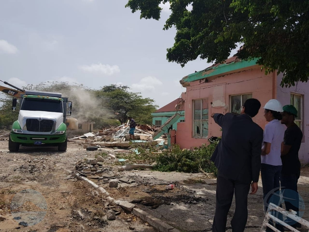 Demolicion di edificionan di Colegio Frere Bonifacius a cuminsa