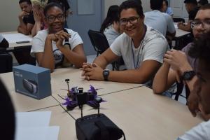 Team di Setar a duna presentation y workshop na Universidad di Aruba