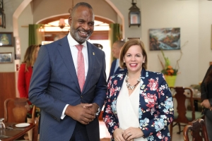 Ministernan di Aruba y Corsou ta firma MoU pa proyecto fast ferry