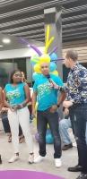 SETAR a entrega premio na 50 cliente ganador y a introduci t-shirt di Carnaval 65
