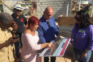 Minister a presenta plan pa reapertura di Carnival Village otro luna