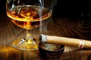 Gobierno y douane a splica e aumento di tarifa di bebida y cigaria