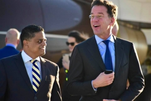 Premier Mark Rutte a yega Caribe Hulandes pa inicia su bishita