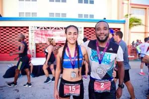 Jonathan Busby y Kirah Regales a gana Betico Croes Memorial Run