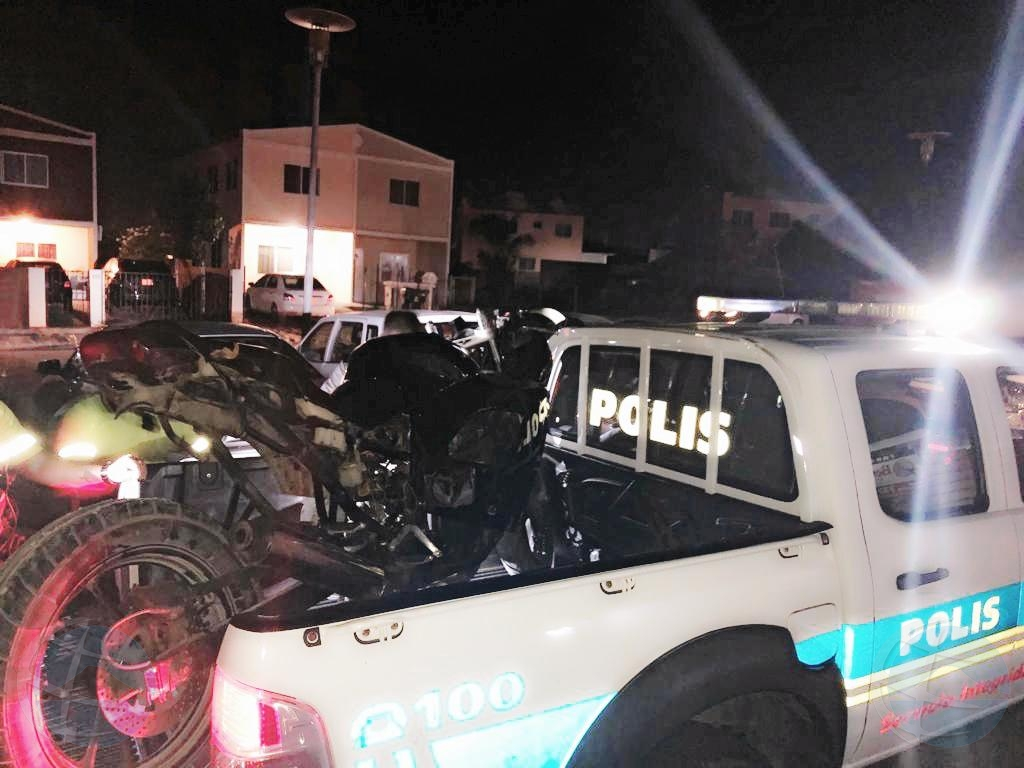 Polis a confisca sportbike di motorciclista terorisando Pos Chiquito