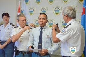Mas polis ta ricibi nan promocion den Cuerpo Policial